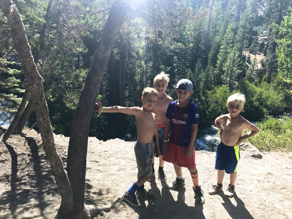 hiking - fun things to do at Mammoth Lake with kids