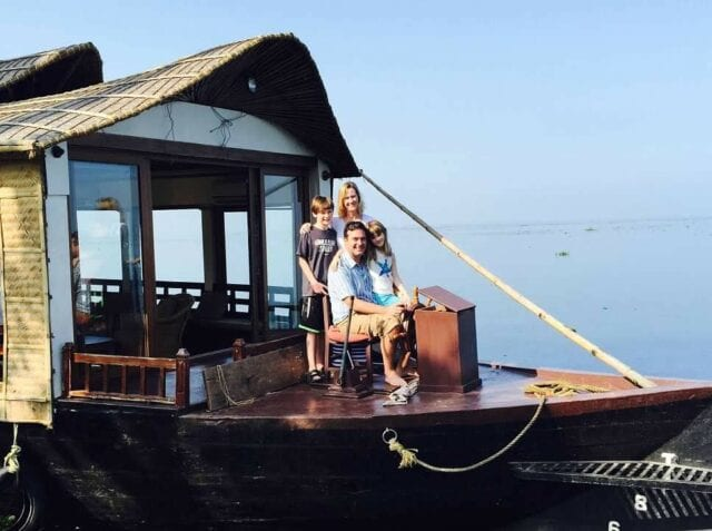 houseboat on kerala - volunteer family tourism in India